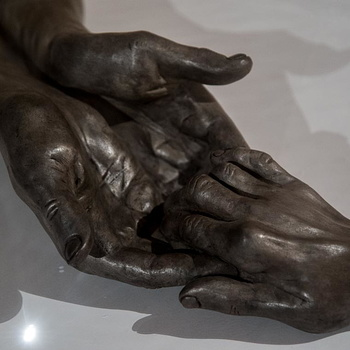 Louise BOURGEOIS - The Welcoming Hands-3